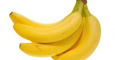 What-To-Eat-When-You-Have-A-Sore-Throat ปอกกล้วยเข้าปาก