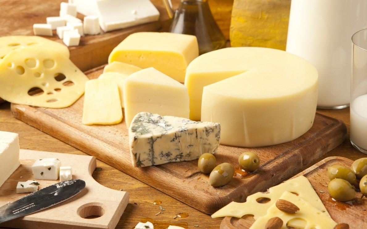 exotic-world-cheeses-in-banyas-aisles