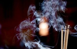 Incense-smoke-harms-health-threat ควันธูป ภัยร้ายทำลายสุขภาพ