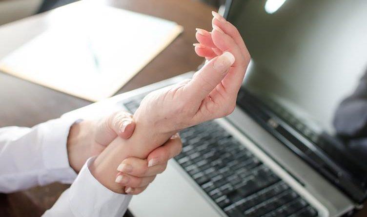 มือเท้าชา อย่านิ่งนอนใจ รักษาอย่างไร