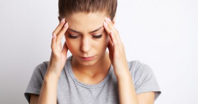 ห้อยหัวพิชิตโรค Head pain, an exhausted young woman has suffered from unbearable headache