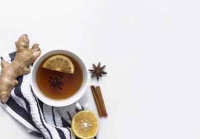 เมนูน้ำขิง สรรพคุณ และ โทษ Lemon tea with spices on striped cloth
