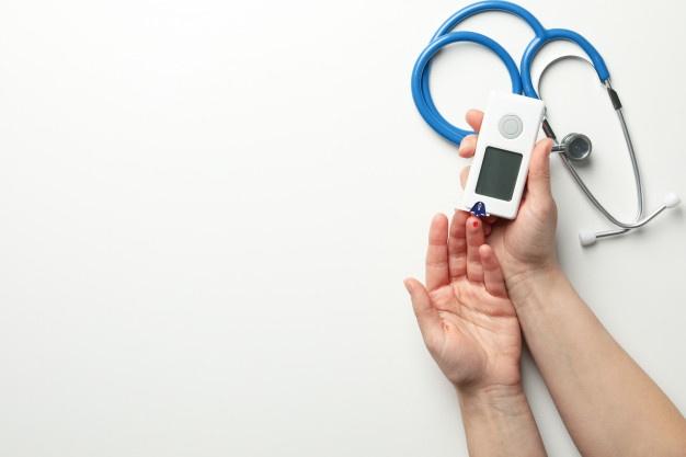 Female checking blood sugar level Premium Photo