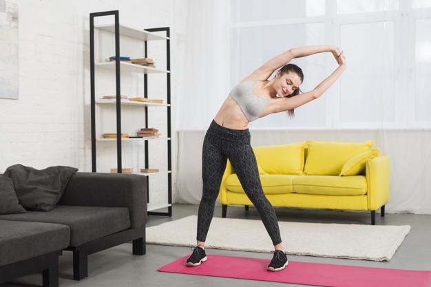 Fitness girl making excercise Premium Photo