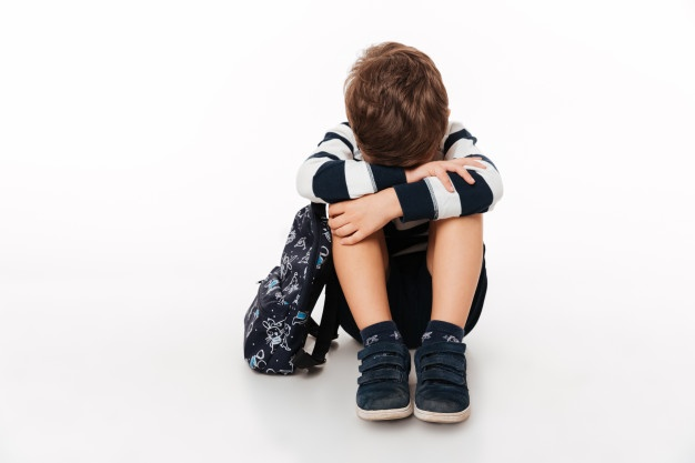 Portrait of an upset sad little kid with backpack Free Photo