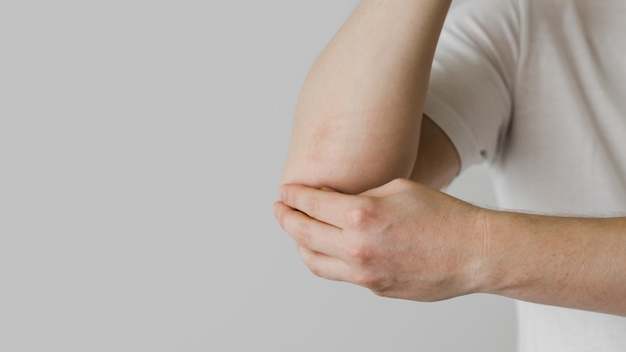 Close-up patient elbow issues Free Photo