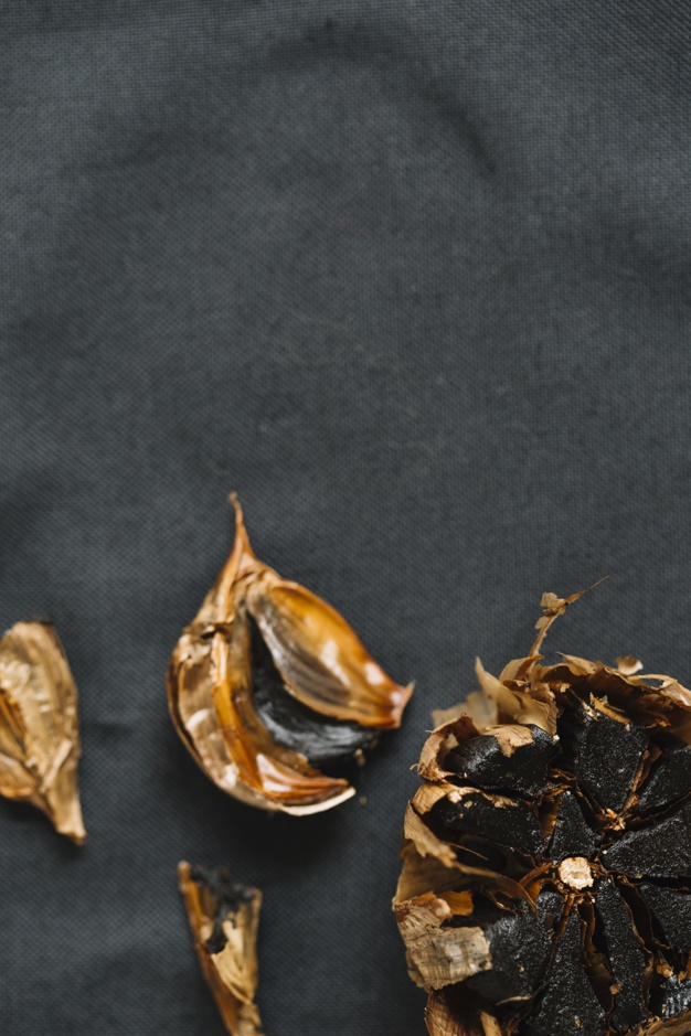 High angle view of fresh black garlic Free Photo