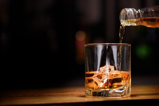 Whiskey into glass Premium Photo