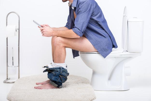 อย่าเล่นมือถือในห้องน้ำ --